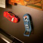 紙粘土で作ったマックイーンとキングは、磁石 を仕込んで冷蔵庫にペタリ!.I made McQueen and King with paper clay. Put a magnet in the body and go to the kitchen..#cars #paperclay #mcqueen #king #magnet #kitchen #カーズ #紙粘土 #マックイーン #キング #マグネット #キッチンマグネット
